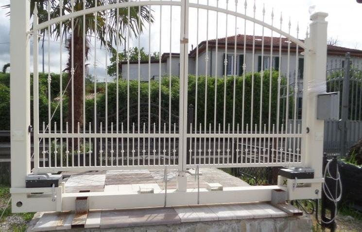 automazione esterna cancello a battente Geze Sarzana